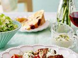 Knoblauch-Lammgulasch mit Oliven-Fladenbrot Rezept