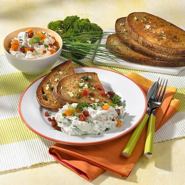 Knoblauch-Schnitten mit Kräuterquark Rezept