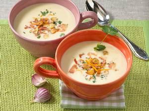 Knoblauchsuppe mit Serranoschinken und Orangen Rezept