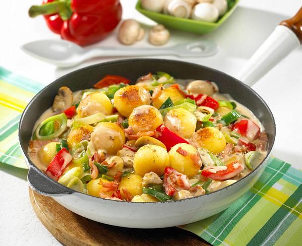 Knödel-Gemüse-Pfanne mit Speck Rezept