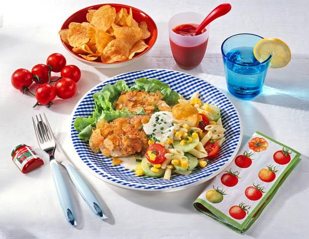 Knusper-Schnitzel mit buntem Nudelsalat Rezept