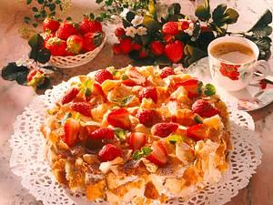 Knusprige Erdbeer-Schokoladensahne-Torte (mehr Erdbeeren) Rezept