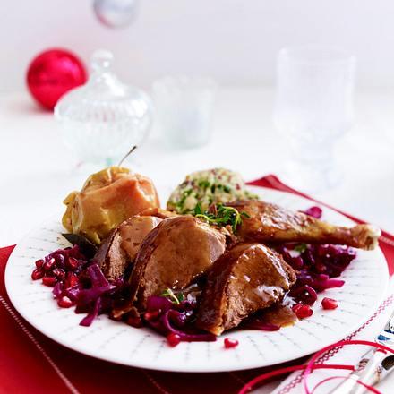 Knusprige Karamellente mit Granatapfelrotkohl und Ciabatta-Gnocchi Rezept