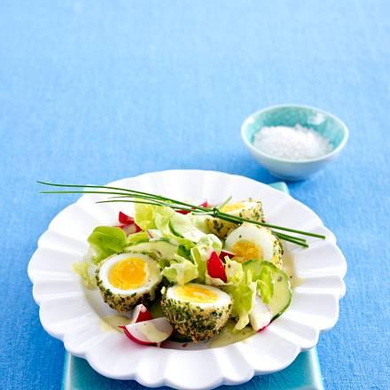Knusprige Kräutereier auf buntem Salat Rezept