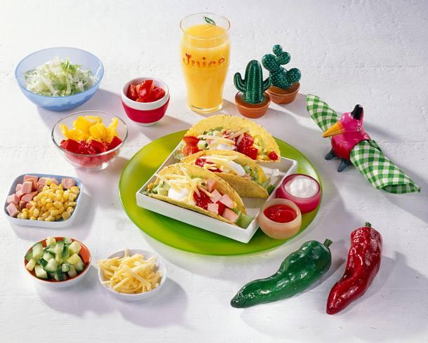 Knusprige Tacos mit Salat & Joghurt-Dip Rezept