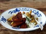 Knuspriger Seitan mit Kümmelkartoffeln und Minz-Joghurt-Dip Rezept