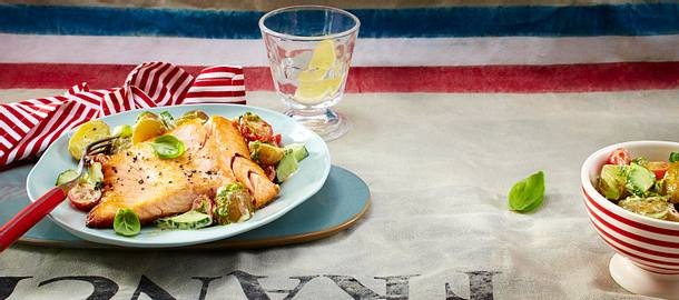 Knuspriges Lachsfilet mit Pesto-Kartoffelsalat Rezept