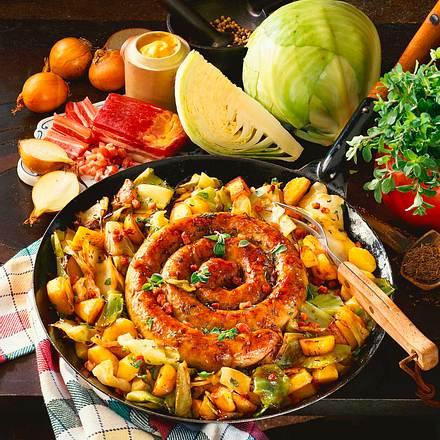 Kohl-Kartoffelpfanne mit Bratwurst Rezept