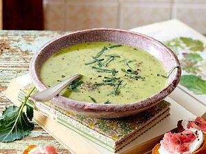 Kohlrabi-Cremesuppe mit Rhabarber-Ziegenkäse-Crostini Rezept
