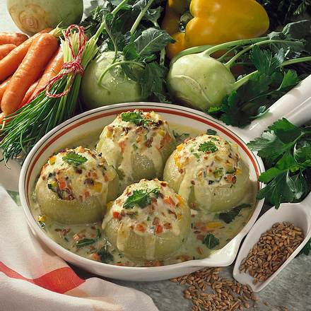 Kohlrabi mit Gemüse-Getreidefüllung und Frischkäse Rezept