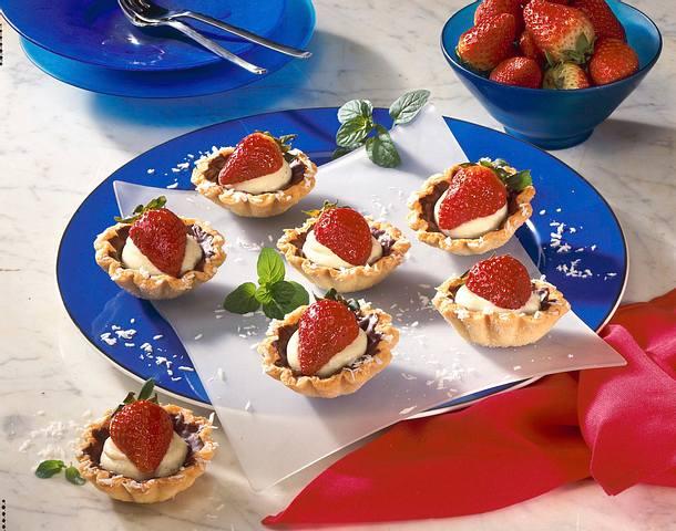 Kokos-Erdbeer-Törtchen Rezept