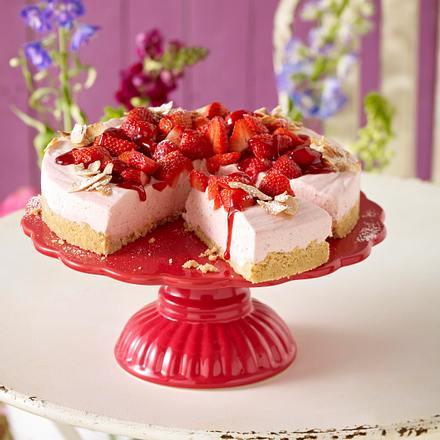 kokos erdbeer torte rezept chefkoch rezepte auf kochen backen und schnelle gerichte. Black Bedroom Furniture Sets. Home Design Ideas