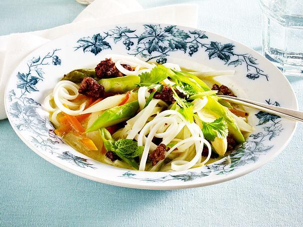Kokos-Gemüseeintopf mit Hackfleisch und Reisnudeln Rezept