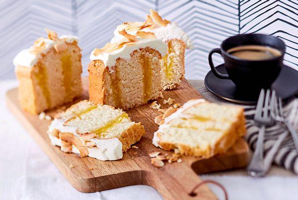 "Kokos-Poke-Cake ""Lemon Comedy"" Rezept"