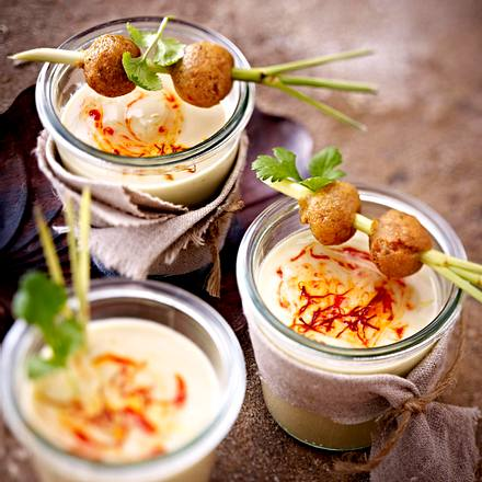 Kokos-Suppe mit Zitronengras und Mandel-Sojabällchen Rezept