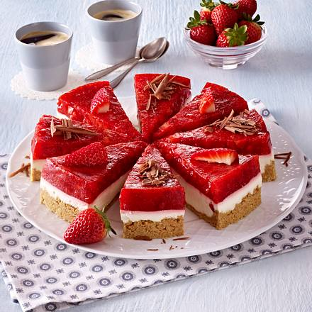 Kokos-Torte mit Gelee-Erdbeeren Rezept