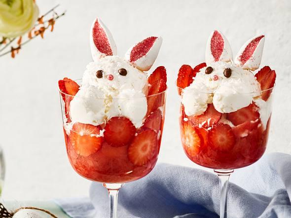 Kokoshäschen auf Erdbeer-Rhabarber-Kompott Rezept