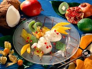 Kokosnuss-Limetten-Creme auf Mango und Kiwipüree Rezept