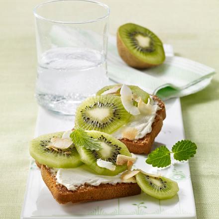 Kokoszwieback mit Frischkäse und Kiwi Rezept