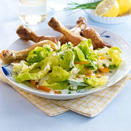 Kopfsalat mit Zitronen-Sahne-Dressing zu Hähnchenkeulen Rezept