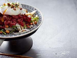 Koreanisches Tatar mit pochiertem Ei Rezept