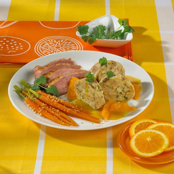 Koriander-Serviettenknödel mit Entenbrust und Orangen-Meerettichsoße Rezept