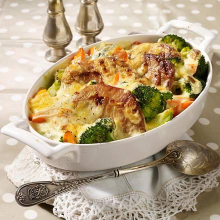 Kotelett-Gratin mit Brokkoli, Möhren und Senfbechamel Rezept
