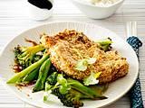 Kotelett im Sesam-Mantel auf süß-saurem Asia-Gemüse Rezept