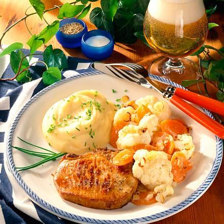 Kotelett mit Blumenkohl-Mohrengemüse in Haselnussbutter Rezept