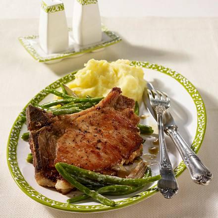 Kotelett mit Meerrettich-Frischkäse-Füllung zu gestoften Speckbohnen und Kartoffelpüree Rezept