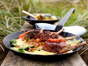 Kotelett vom Sylter Deichlamm mit Ajvarcreme, gratinierten Bohnen und Thymiankartoffeln Rezept