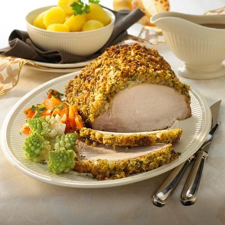 Kotelettbraten mit Macadamia-Kruste zu Romanesco und Butter-Möhren Rezept