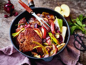 Koteletts auf Apfel-Zwiebel-Gemüse Rezept