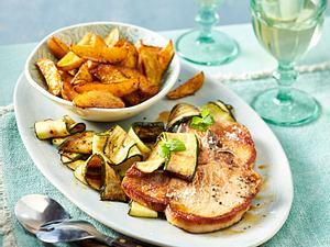 Koteletts zu Zucchini und Kartoffelspalten Rezept