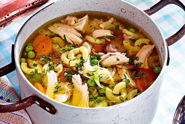 Kräftige Hühnersuppe mit Nudeln Rezept
