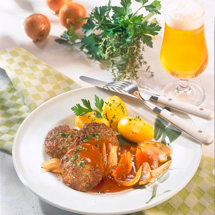 Kräuter-Frikadellen mit Zwiebelsoße Rezept