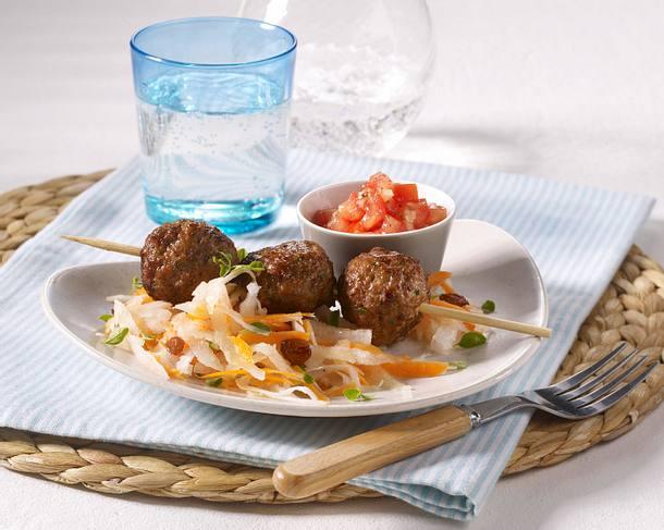 Kräuter-Hackbällchen-Spieße mit Salsa und Rettich-Salat Rezept