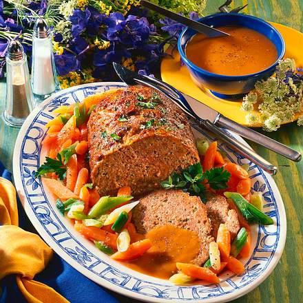 Kräuter-Hackbraten mit Möhren-Lauchzwiebel-Gemüse Rezept
