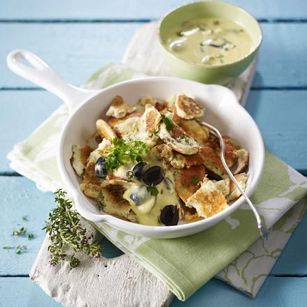 Kräuter-Kaiser-Schmarrn mit Knoblauch-Oliven-Dip Rezept