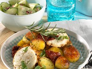 Kräuter-Kartoffelpfanne mit Gurkensalat Rezept