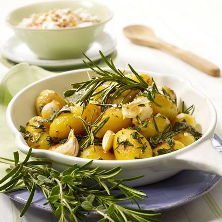 Kräuter-Kartoffelpfanne mit Schmandcreme Rezept