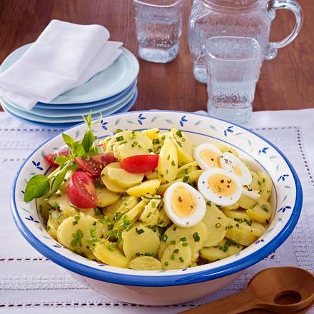 Kräuter-Kartoffelsalat mit Kerbel, Schnittlauch und Majoran Rezept