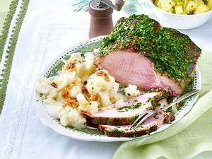 Kräuter-Kasseler mit Mandel-Blumenkohl und Kartoffel-Porree-Salat (TITEL TIK #3) Rezept
