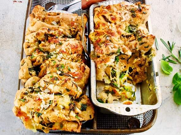 Kräuter-Knoblauch-Pull apart bread Rezept