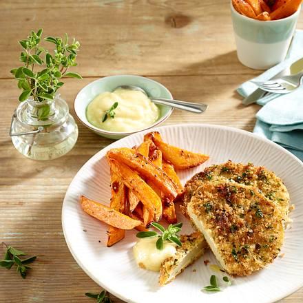 Kräuter-Kohlrabischnitzel mit Knoblauch-Aioli und Süßkartoffel Pommes frites Rezept