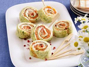 Kräuter-Pfannkuchen-Röllchen mit Graved Lachs und Meerettichcreme Rezept