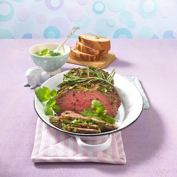 Kräuter-Roastbeef mit grüner Joghurtsoße Rezept