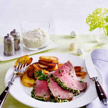 Kräuter-Roastbeef mit Remoulade und Röstkartoffeln Rezept