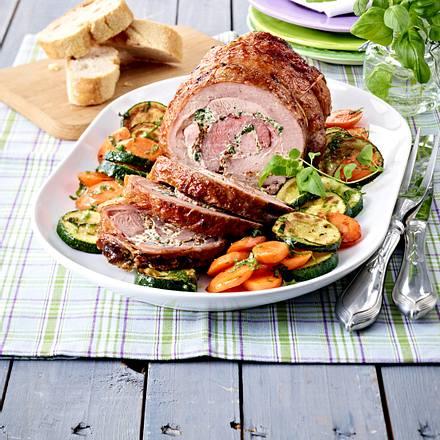 Kräuter-Rollbraten mit Möhren-Zucchini-Gemüse Rezept