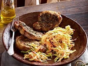 Kräuter-Schweinesteaks mit Möhren-Selleriesalat Rezept